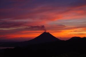 volcan arenal at dawn