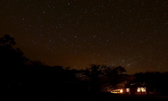 SAN_LUIS_night_sky_over_bungalows